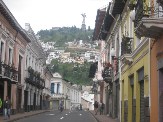 Quito Old Town: Old town streets leading to El Panecillo