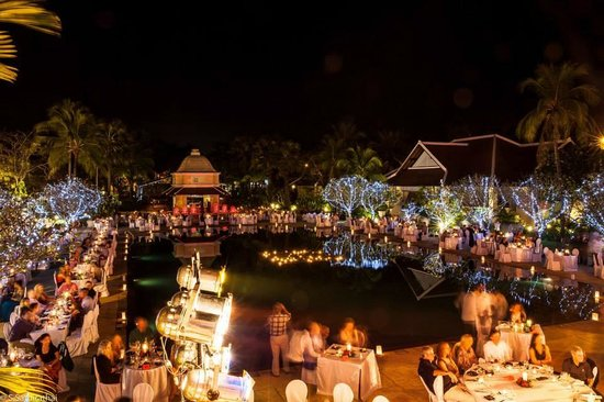 Raffles Grand Hotel d'Angkor: Christmas Eve dinner by the pool
