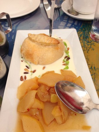 Geoffrey's: Baked brie and pears