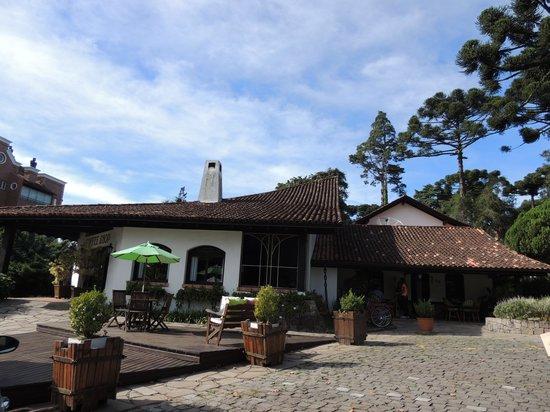 Vila Suzana Parque Hotel: Vista do salão de café e recepção