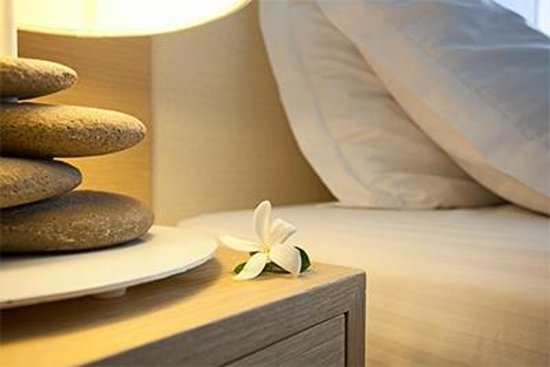Capo Bay Hotel : Relax at comfortable king size beds