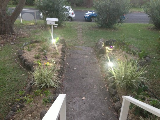 Arcadia House: Pathway from front of house