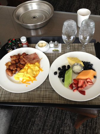 Westin Phoenix Downtown: In room breakfast was yummy.