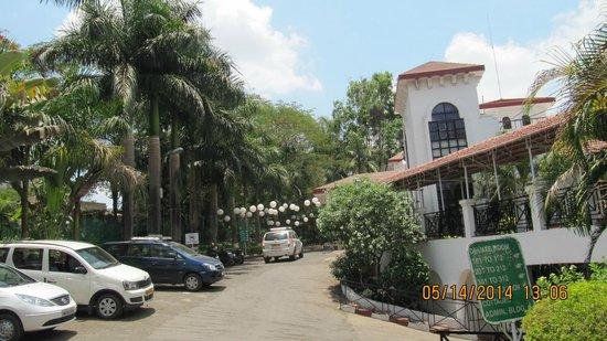 Khanvel Resort: WAY TO LOBBY