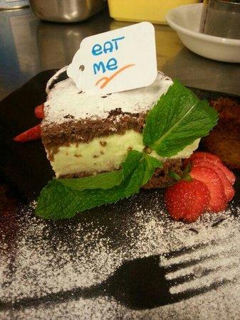 Aguadulce Restaurant: Home made chocolate cake filled w mojito ice cream