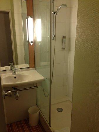 Ibis Paris Gare du Nord La Fayette 10eme: Bathroom / Toilet