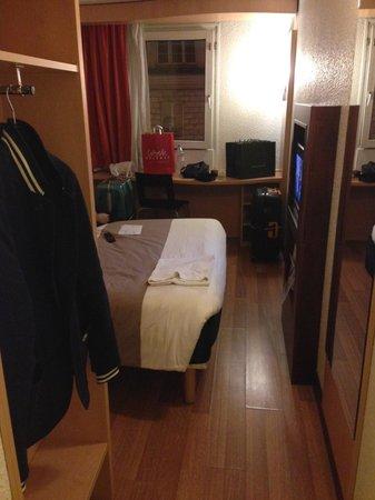 Ibis Paris Gare du Nord La Fayette 10eme: the room