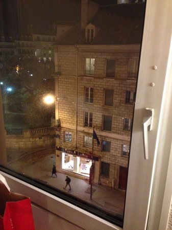 Ibis Paris Gare du Nord La Fayette 10eme: the view from the window
