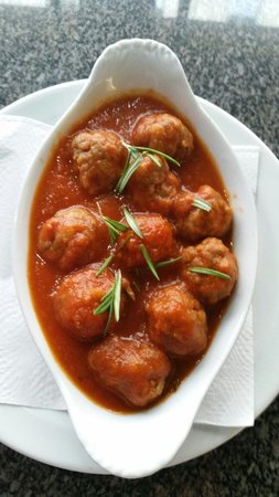 AguaDulce: Homemade meatballs cooked w tomato n rosemary
