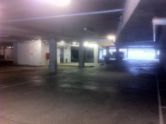 Golden Pebble Melbourne: Underground car park with lift access