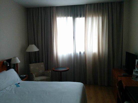Tryp Valencia Oceanic Hotel: Habitación