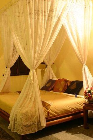 Ruean Thai Hotel: Deluxe Room
