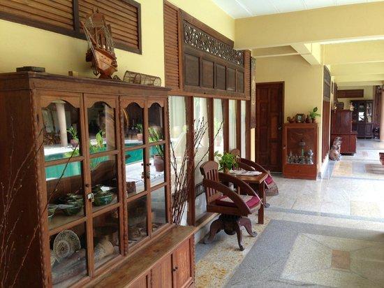 Ruean Thai Hotel: Outside view