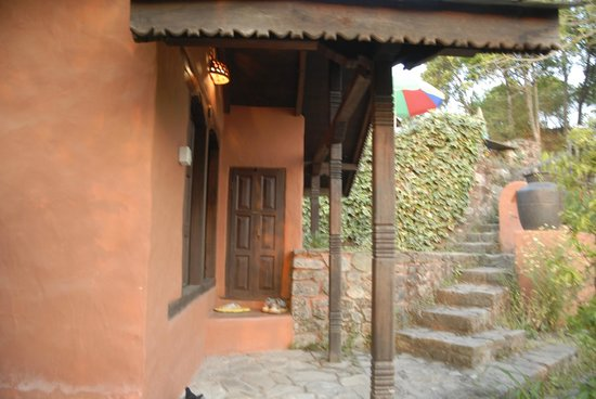 Namobuddha Resort: Nice and welcome entrance of every bungalow