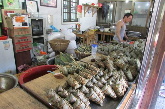 Fengjing Ancient Town : Freshly/tradition made glutinous rice