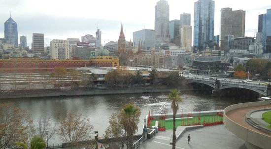 Quay West Suites Melbourne: Room 910 view from bedroom