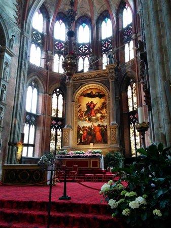 Basilica Santa Maria Gloriosa dei Frari: ここの一番の見所  主祭壇
