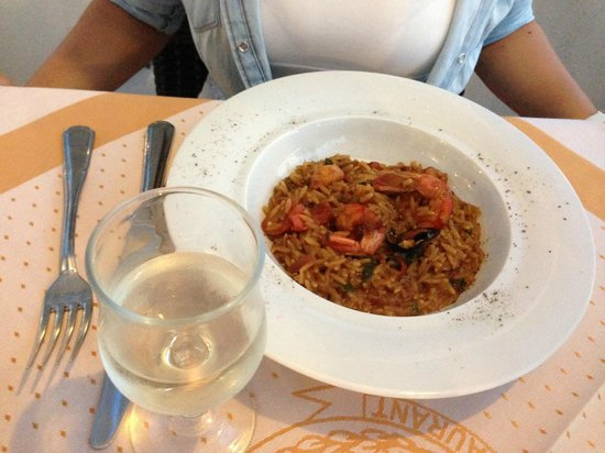 Aris Restaurant: Greek pasta with seafood