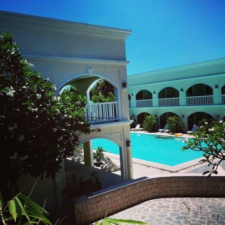 Plantation Bay Resort And Spa: Poolside room with shallow pool for kids