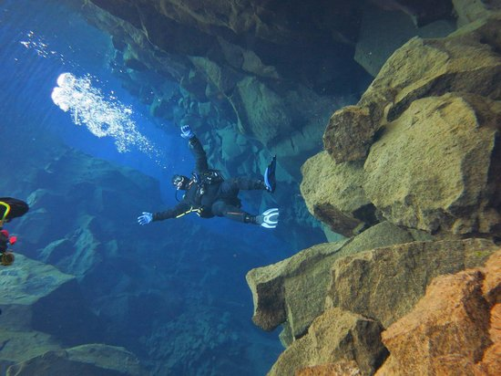 Dive.Is - Day Tours : Free fall at Silfra