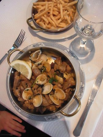 Va E Volte: Pork with clams (and fries)