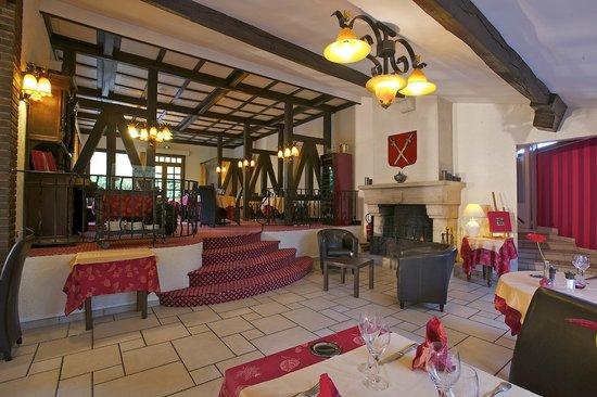 salle de restaurant avec vue sur la rivi re picture of hotel restaurant le moulin du landion. Black Bedroom Furniture Sets. Home Design Ideas