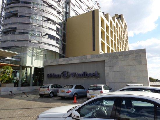 Hilton Windhoek: Entrée de l'hotel
