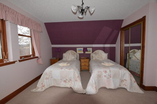 Home Farm Bed & Breakfast: Private twin bedroom