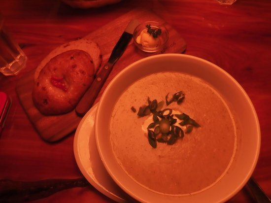 Yellow Deli : Soup Bowl with Artisan Bread