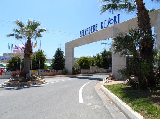 Royal Belvedere : Entrance to resort