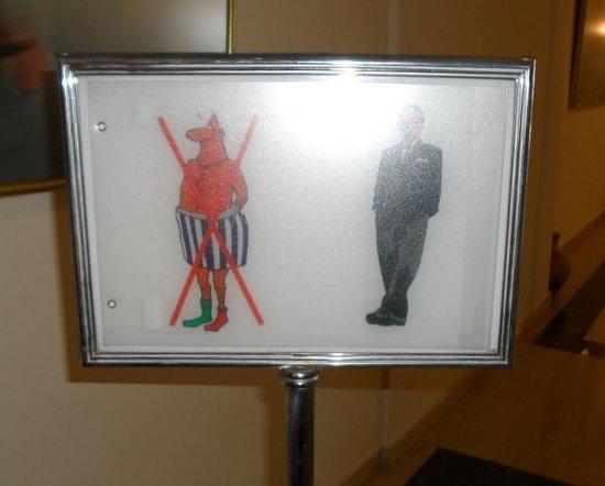 Royal Belvedere : Sign at entrance to restaurant