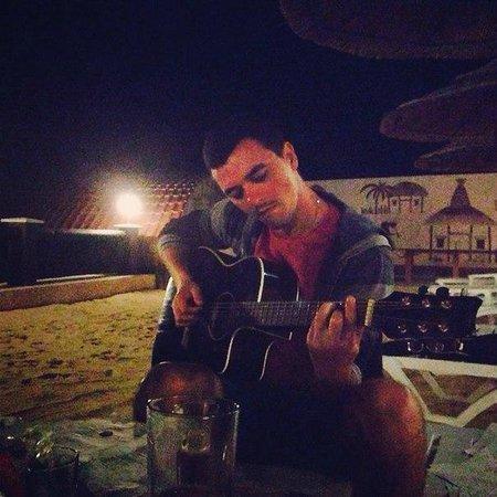 Mar Le Mar Club: Мы играли и пели вечером на гитаре на пляже - это было очень романтично!