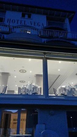Hotel Vega: Hotel mit Speisesaal vom Sonnendeck aus gesehen
