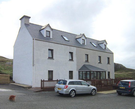 Ceol na Mara Guest House: Plain from the outside but clean, cosy and welcoming inside