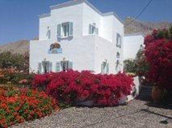 Zorzis Hotel : Hotel front with amazing garden