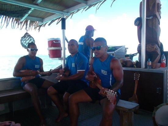 Koka Lagoon Cruises: Sing Along!