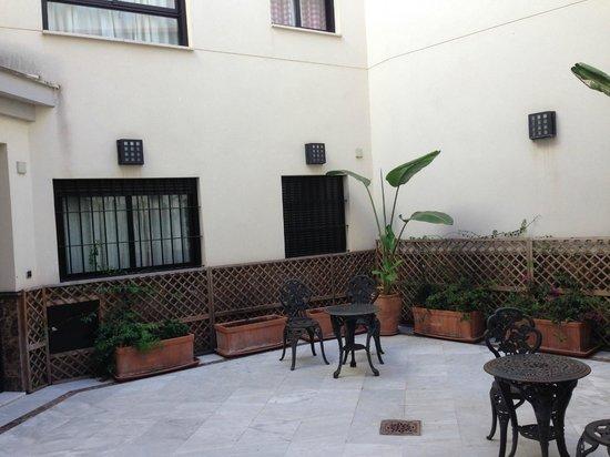 Corral de San Jose: Il patio di ingresso
