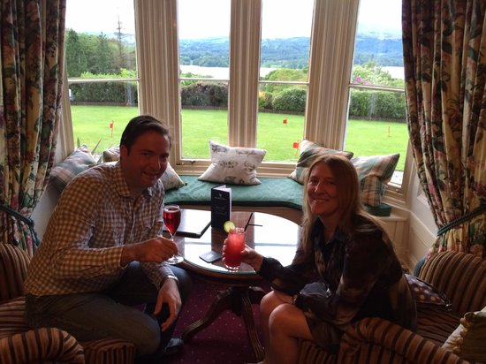Holbeck Ghyll Country House : aperitifs in the smaller lounge
