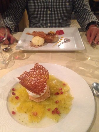 Restaurante Mozart : Deserts. Pineapple carpaccio and honey cake creme brûlée.