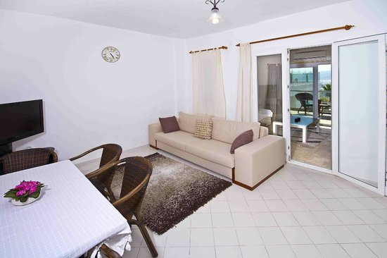 Sestra Apartments: Family Room