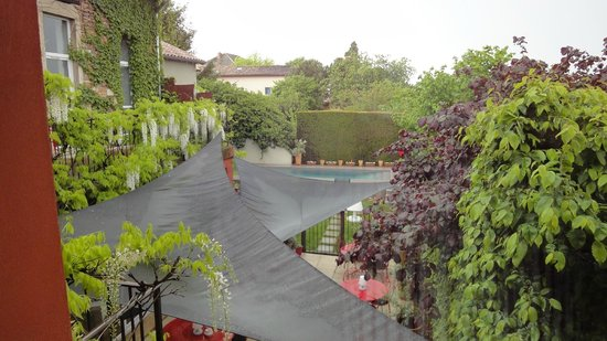 Auberge du Paradis : Uitzicht vanuit de kamer