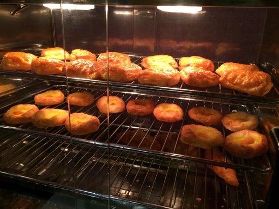 Hotel Maison Boutique: Breakfast cake
