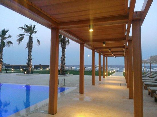 Mitsis Alila Resort & Spa : Дорога к морю