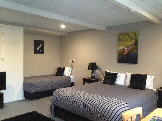 Diplomat Motel: big room