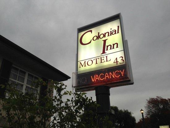 Diplomat Motel: sign