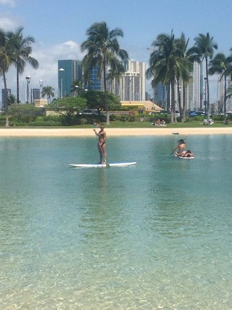 Hilton Hawaiian Village Waikiki Beach Resort: Stand up paddle boarding at the lagoon