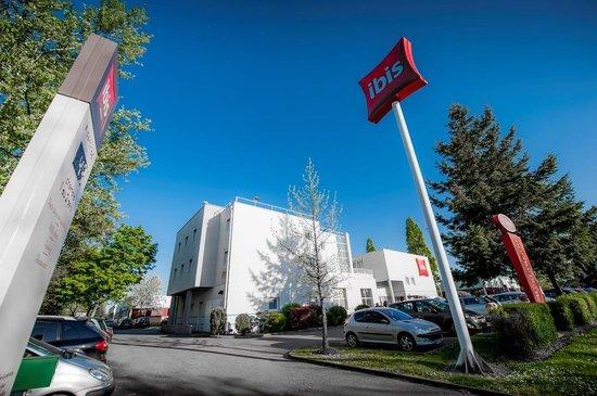 Ibis Nantes Saint Herblain : Entrée parking