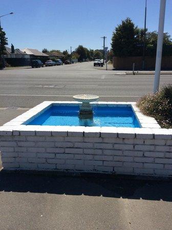 Belle Bonne Motel: fountain feature