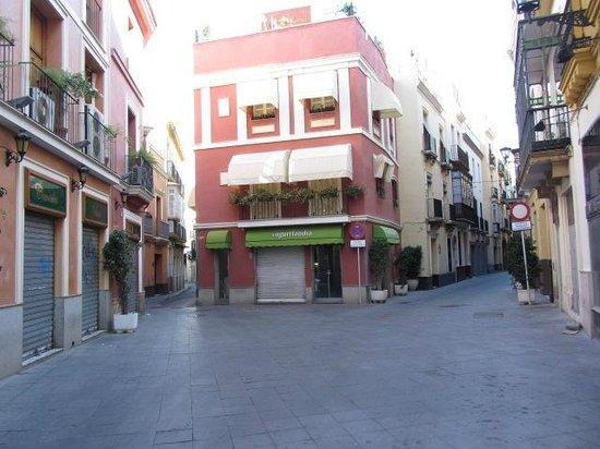 """Taberna Coloniales II: A sinistra il locale (dopo le """"fatiche"""" della notte ...)"""