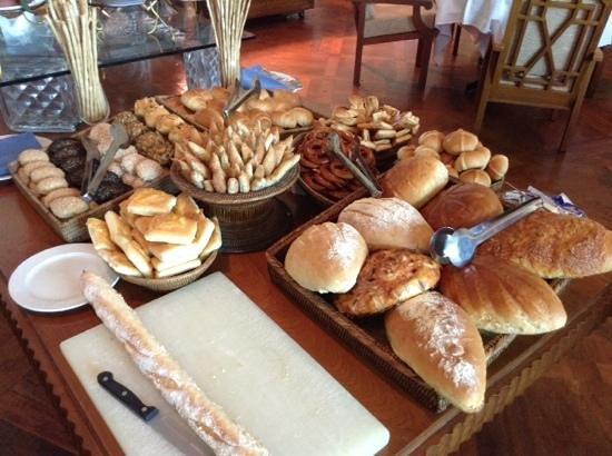 Inya Lake Hotel, Yangon: Brunch Bread Selection